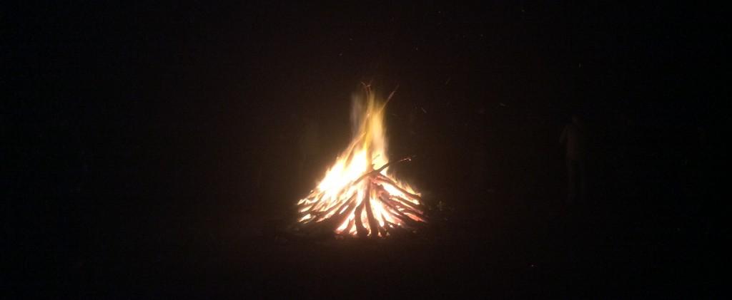Logorska vatra na kraju radnog dana uz kuvano vino i muziku